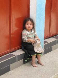 eenzaam, verlaten, terugtrekken, onzeker, psychologie, kind in guatemala